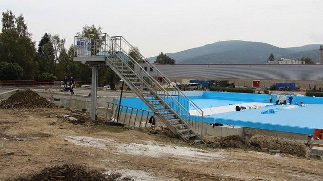 Rekonstrukce jesenického koupaliště, stav 8. října 2015.