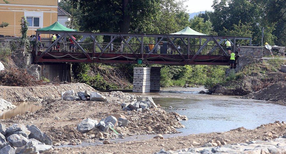 Stavba nových mostů v Petrově nad Desnou zavřela silniční tah I/11 mezi Šumperkem a Rýmařovem