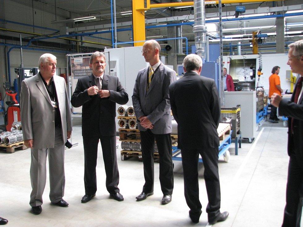 Dvě stovky nových pracovních pozic přineslo v mohelnickém Siemensu letošní rozšíření výroby o náročná zákaznická provedení elektromotorů. Firma pro ni vybudovala novou halu.