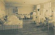 KLIDOVÝ REŽIM. Pohled do interiéru Sanatorky ve 30. letech 20. století.