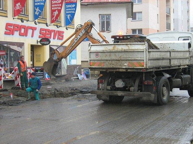 Jesenická dopravní tepna Lipovská ulice prochází rekonstrukcí
