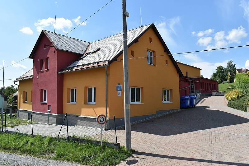Obec Kamenná - základní a mateřská škola.