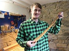 Miroslav Kubíček ze Šumperku vyrábí dřevěné kravaty a motýlky.