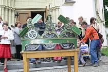Neděle 26. června 2011: Návrat hodinového stroje do evangelického kostela v Šumperku