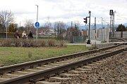 Srážka dodávky se spěšným vlakem na přejezdu v Postřelmove