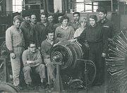 NAŠI PRACUJÍCÍ. Ustavující schůze kolektivu Brigády socialistické práce 9. dubna 1971 vželezničních opravnách vŠumperku.