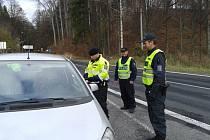 Přes čtyři sta tablet Sudafedu – léku, který drogově závislí zneužívají k výrobě pervitinu, našli celníci a policisté v jednom z osobních aut, které kontrolovali v Bílém Potoku u Javorníku nedaleko polské hranice.