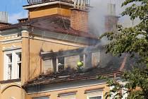 Požár zámečku Třemešek u Dolních Studének. Zámek sloužil jako ubytovna, ke konci června měl být vyklizen.