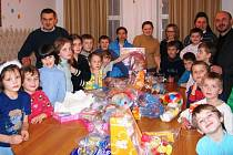 Těmto obyvatelům dětského domova v ukrajinském Ternopilu jsou dárky určeny.