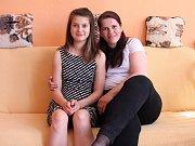 Čtrnáctiletá Michaela ze Zábřehu se potýká s vážnou nemocí. Na snímku se svou maminkou.