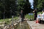 Redaktor Deníku v jesenickém balneoparku zkouší vodoléčebné procedury podle tradic Vincenze Priessnitze.