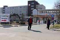 V areálu šumperské nemocnice platí dopravní omezení