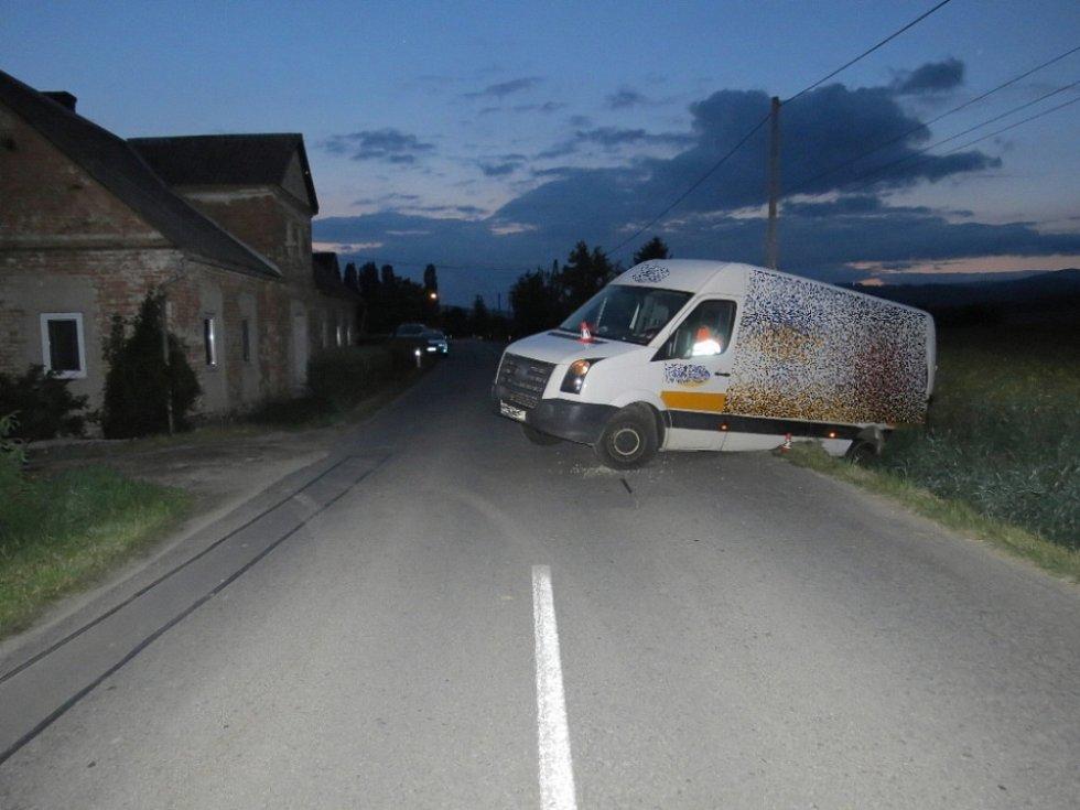 Opilý řidič dodávky havaroval v Libině.