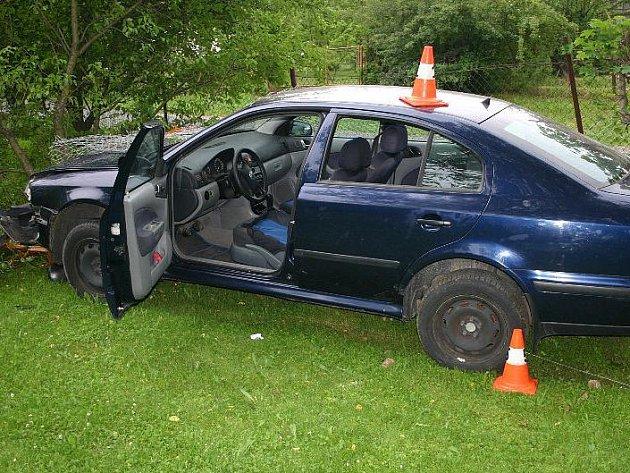 Dvacetiletý řidič havaroval ve Zlatých Horách