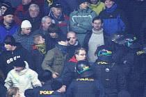 Snímky z utkání nadstavby 2. ligy mezi Šumperkem a Přerovem (žluté dresy)