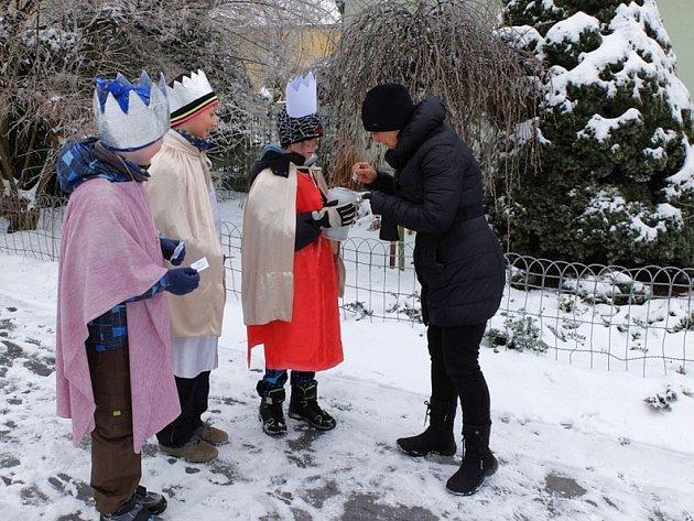 V Leštině Vybrali tříkráloví koledníci téměř čtyřiatřicet tisíc korun.