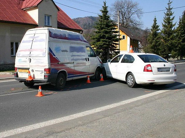 Nehoda dvou aut se stala 29. března v České Vsi