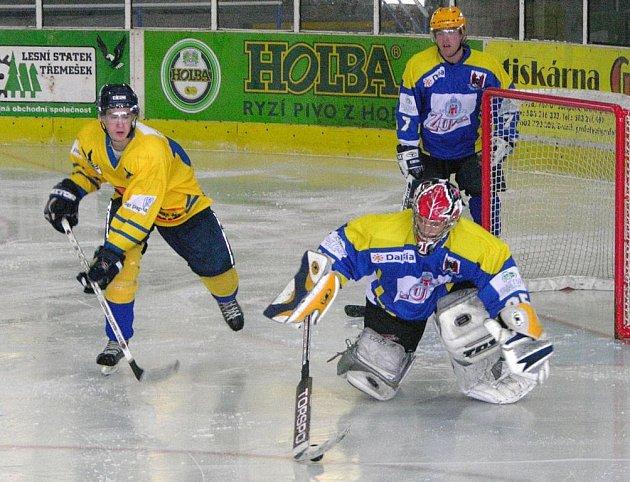 Martin Novotný (vlevo) v utkání juniorů s Přerovem.