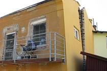 Inkriminovaný dům, který si majitel sám poničil