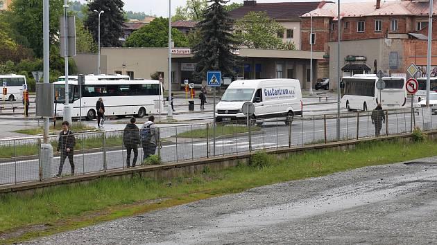 Na místě nádražního dvora a autobusového nádraží vznikne moderní dopravní terminál. Práce přiškrtí dopravu na frekventované Jesenické ulici.