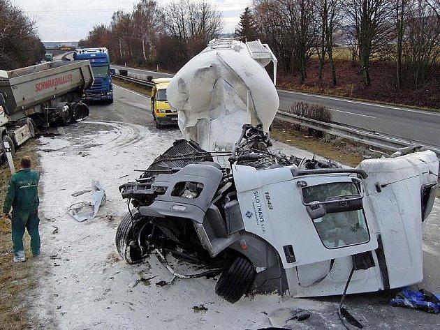 Nehoda dvou kamionů u Palonína zavřela R35 od  Olomouce  na Mohelnici