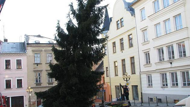 Do centra Šumperku v úterý 29. listopadu doputoval vánoční strom