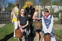 V Kosově je velikonoční hrkání výhradně záležitostí místních dětí. S podomácky vyrobenými řehtačkami se k němu každoročně hlásí desítky zájemců.