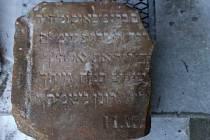 Lidé objevili další více než sto let staré židovské náhrobky. Další pak odborníci vyluštili.