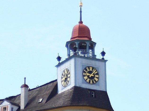 Hodiny na zámku Jánský Vrch v Javorníku již čtyři roky nefungují.