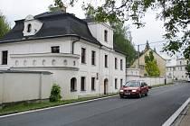 Přechod v Javorníku od loňského roku chybí například u základní umělecké školy.