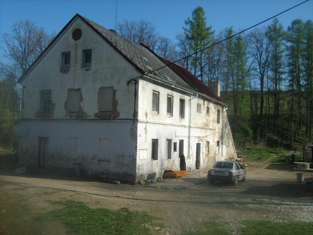 Dům obývaný Romy v Kobylé nad Vidnavkou