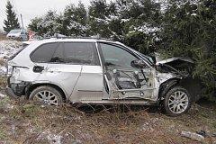 Jedašedesátletému řidiči vozu BMW se udělalo ve čtvrtek 23. ledna dopoledne za jízdy nevolno. Se svým vozem vjel přímo pod projíždějící osobní vlak.