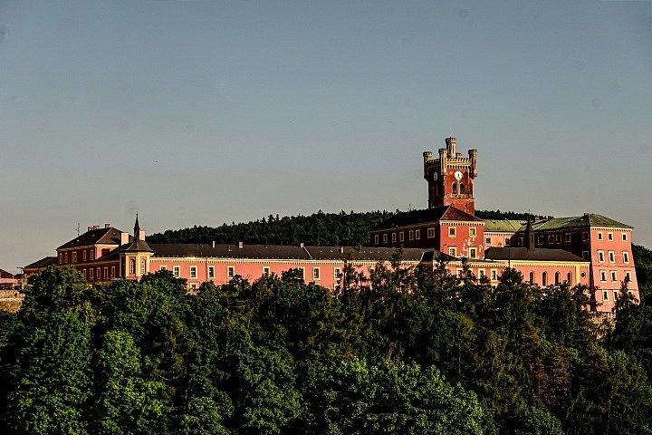 Hrad a věznice Mírov