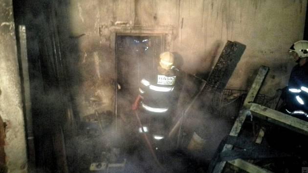 Požár dřevěného přístřešku v Hynčicích u Hanušovic.