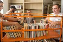 Stěhování v městské knihovně v Šumperku.