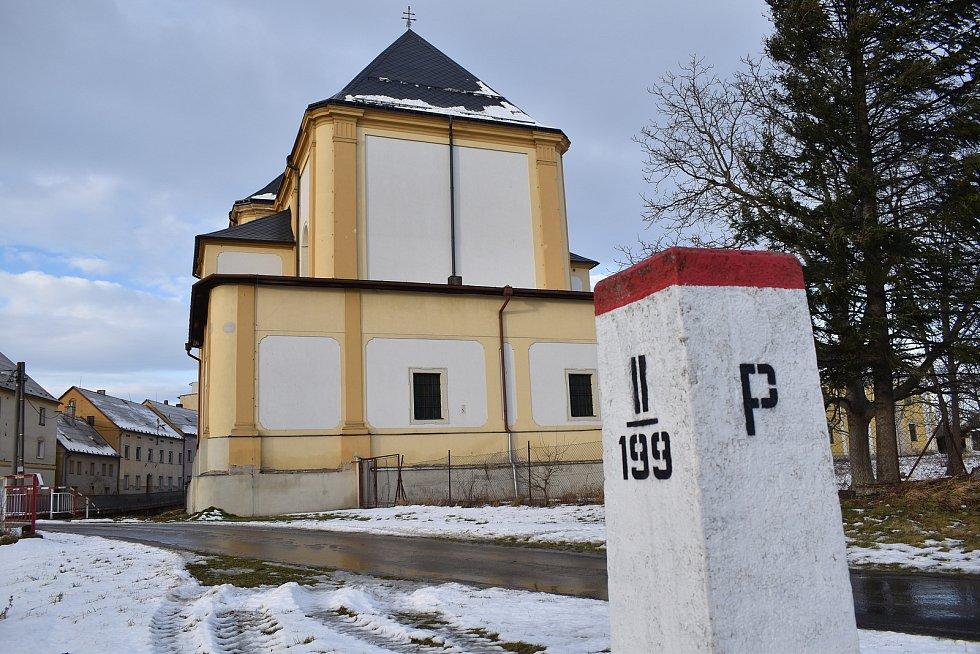 Bílá Voda - kostel a státní hranice.