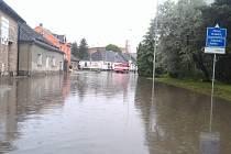 Zaplavená ulice v Mohelnici v úterý 11. června krátce po 13. hodině.