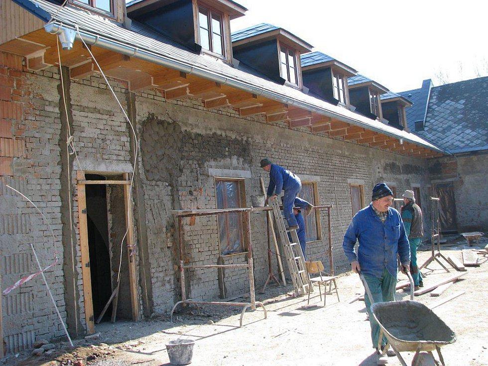 Do areálu budoucího muzea jsou přestěhovány mimo jiné ocelové mosty z Rudy a Moravičan, které by jinak skončily v kovošrotu. Budovy muzea procházejí rekonstrukcí