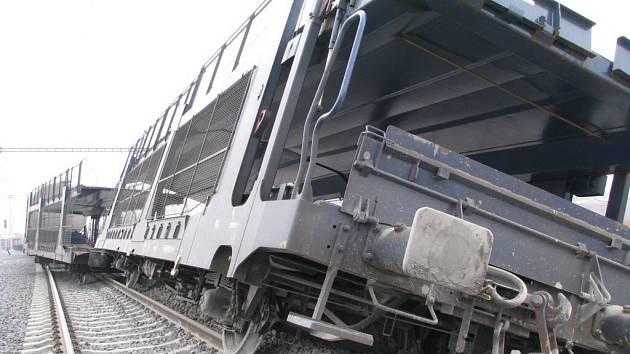 Vykolejený nákladní vlak u Lukavice na Šumpersku.