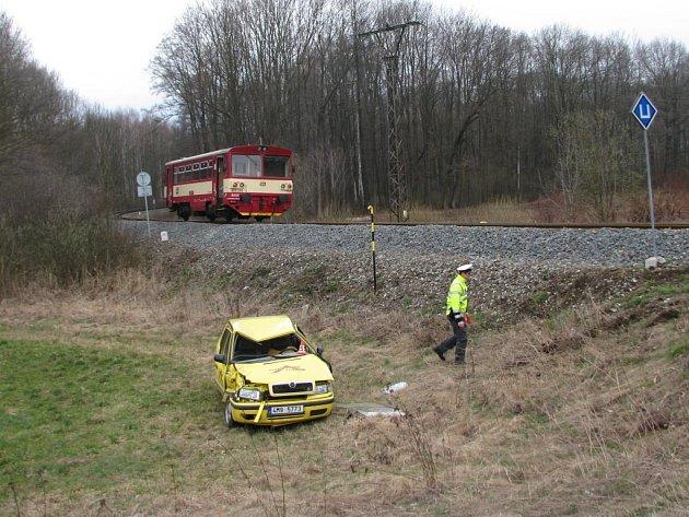 Nehoda na přejezdu v Bludově 2. dubna 2012.