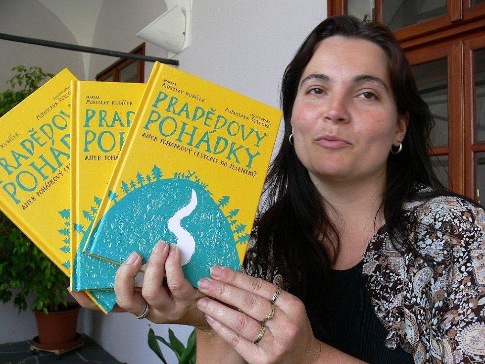 Marie Pecháčková s knihami
