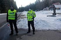Policie u Skřítku kontroluje vládní nařízení o omezení pohybu, 6. března 2021