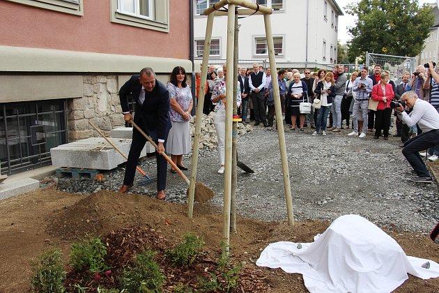Slavnostní otevření nové knihovny vŠumperku.