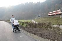 Stav prací na cyklostezce mezi Hněvkovem a Lupěným na začátku listopadu 2011