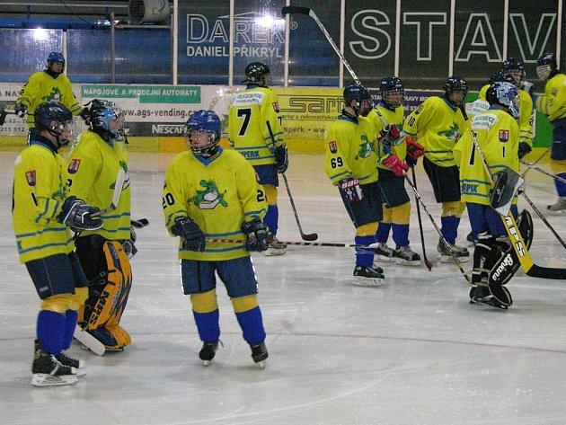 Dorostenecký tým Mladých Draků před utkáním.