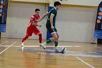 Jesenický futsalista Jiří Mráz (v zeleném) v zápase proti Kobeřicím