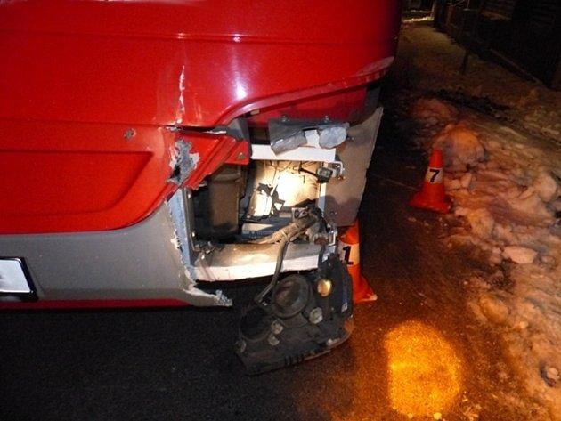 Řidič autobusu boural ve středu 21. ledna brzy ráno v Dolním Údolí u Zlatých Hor.