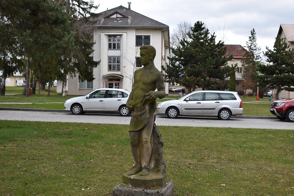 Nemocnice Šumperk. Parčík v historické části areálu nemocnice