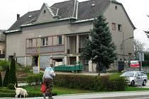 Dvanáct bytů pro seniory a prostor pro společné setkávání vzniká v právě rekonstruovaném Katolickém domě v Dubicku.