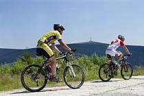Cyklisté mají v Jeseníkách kilometry zajímavých tras.
